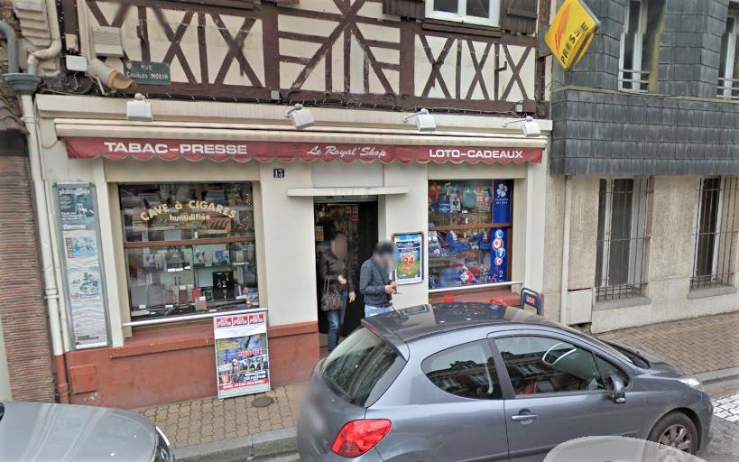 L'employée était seule lorsque le malfaiteur a fait irruption dans le tabac-presse (Illustration ©GoogleMaps)
