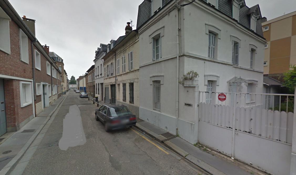 Le drame s'est produit dans cette maison de ville au 21, rue Saint-Amand, à Elbeuf (Illustration ©GoogleMaps)