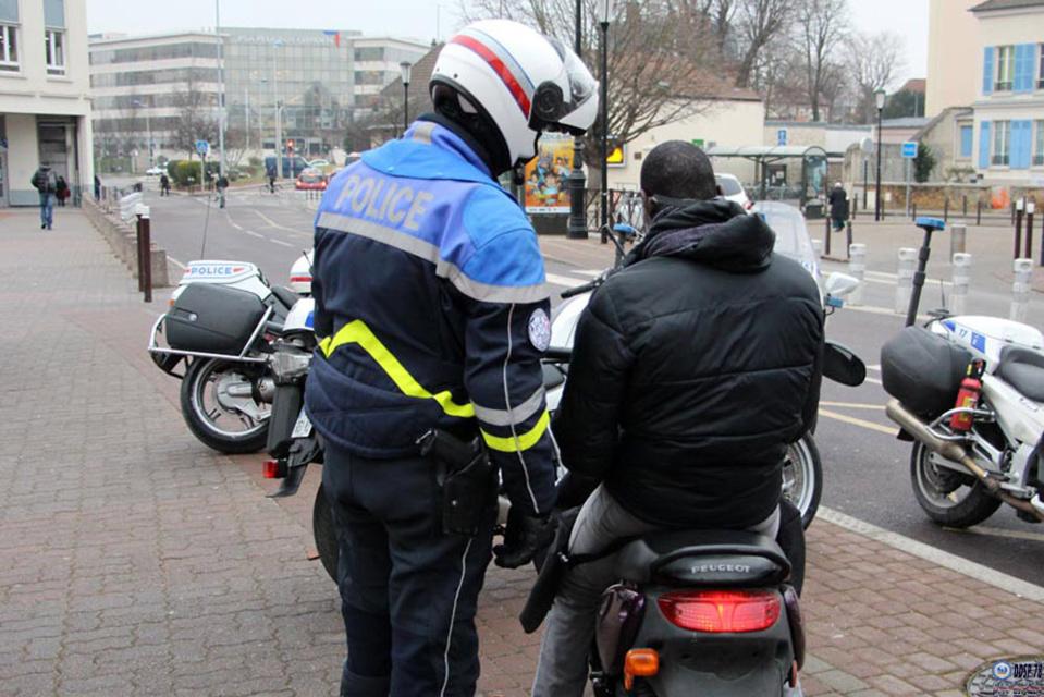 Poissy : cinquante-six piétons et pilotes de deux-roues sensibilisés à la sécurité routière