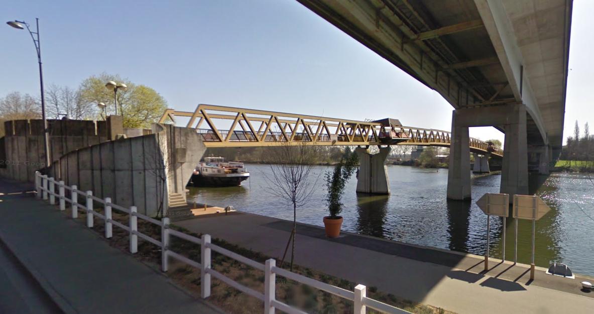 La femme suicidaire a été sortie de l'eau par les pompiers à proximité de la passerelle Saint-Nicolas et du pont de la N 184 (Illustration©Google Maps)