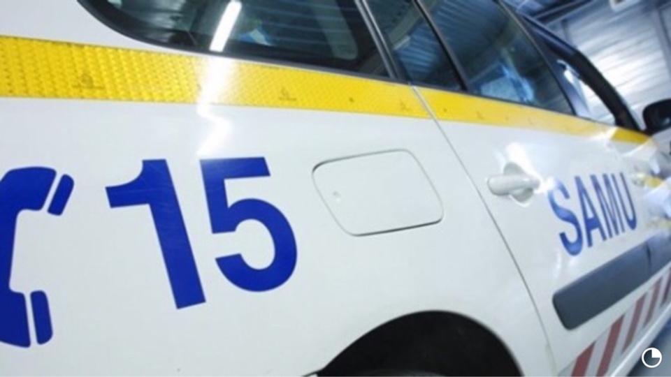 Le conducteur blessé a été examiné sur place par le médecin du SAMU, avant d'être transporté à l'hôpital (illustration)