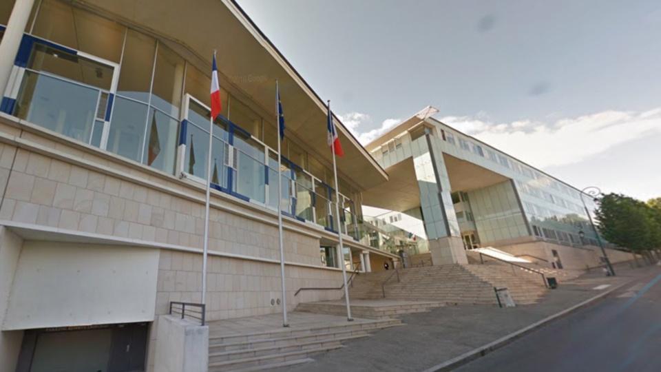 Francois Hollande à Pontoise mardi 7 février pour inaugurer le service d'accueil unique du justiciable