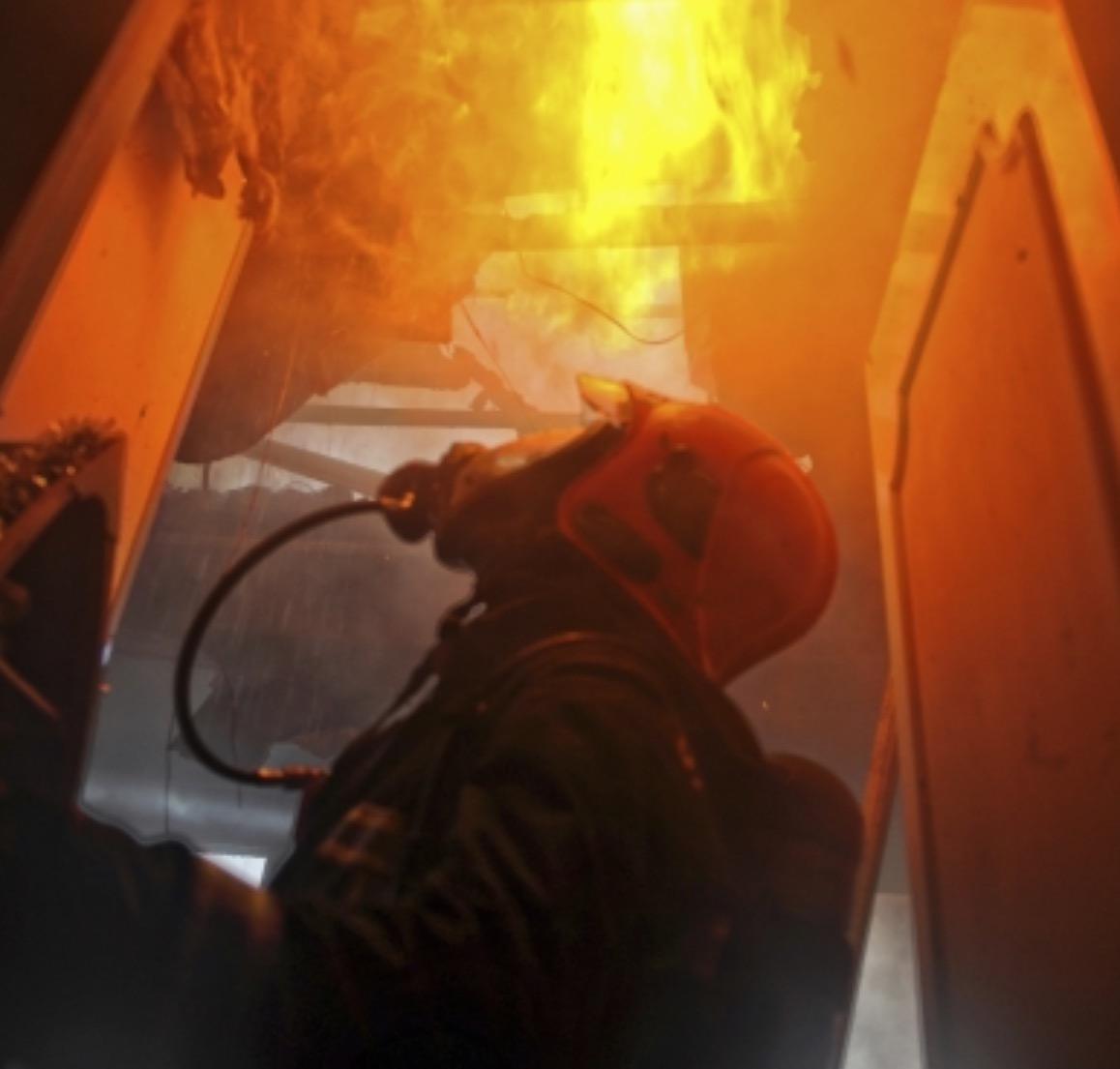 A l'arrivée des pompiers, l'habitation était complètement embrasée (Illustration©Sdis)