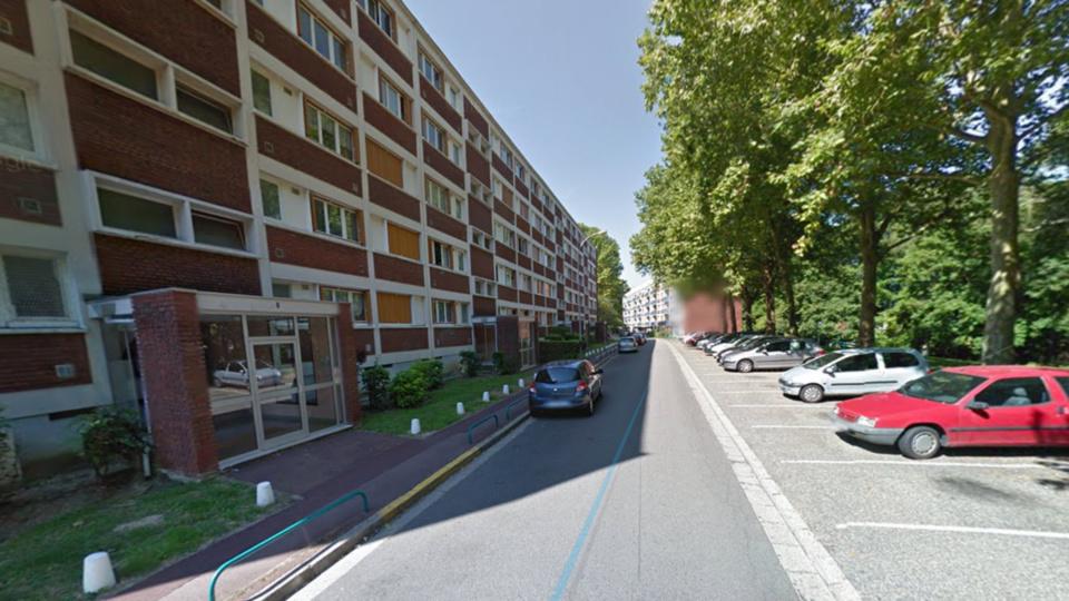 La rue de la Petite Côte dans la cité Terre et Famille