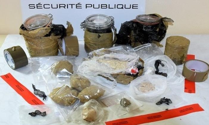 De l'héroïne, de la cocaïne et du cannabis ont été découverts dans une maison abandonnée à Saint-Etienne-du-Rouvray (Photo©Police nationale)