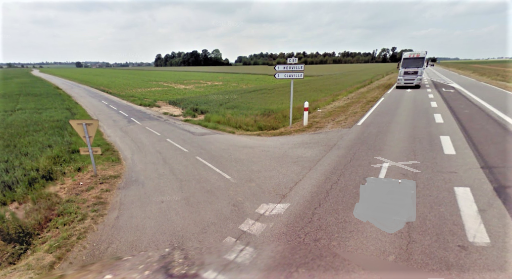 L'accident s'est produit à ce carrefour entre la route de Neuville (par où arrivait le véhicule) et le CD613 sur lequel circulait le scooter (Illustration © Google Maps)