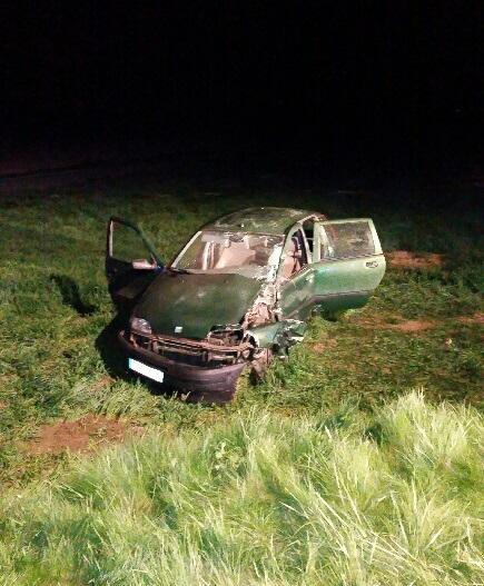 Le choc a été violent, le véhicule a terminé sa course dans un champ en bordure du CD613 (Photo © DR)