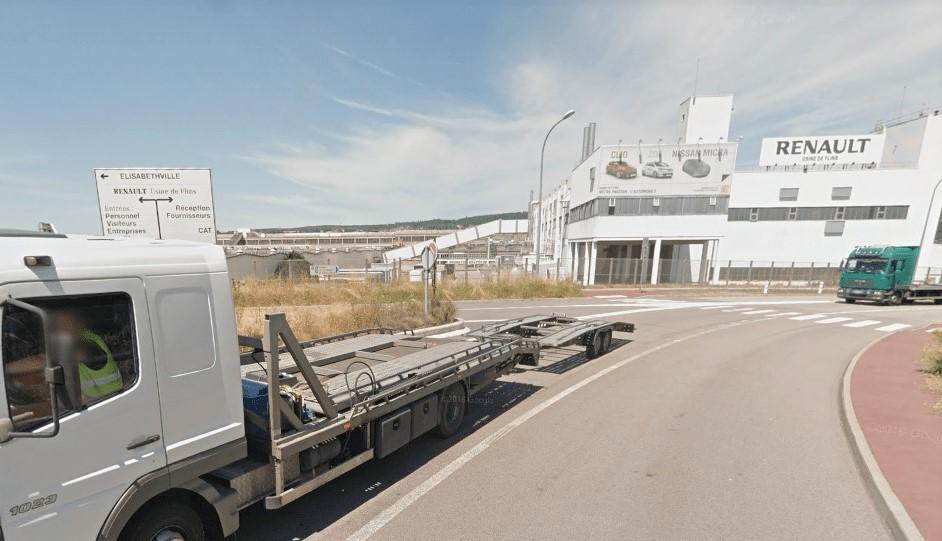 Le drame s'est déroulé dans la zone de fret de l'usine Renault-Flins (Illustration © Google Maps)
