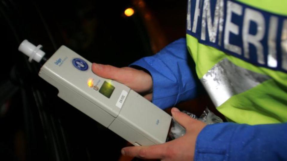 Le conducteur a été dépisté avec un taux de 0,99 mg par litre d'air expiré, soit près de 2 g dans le sang (Illustration)