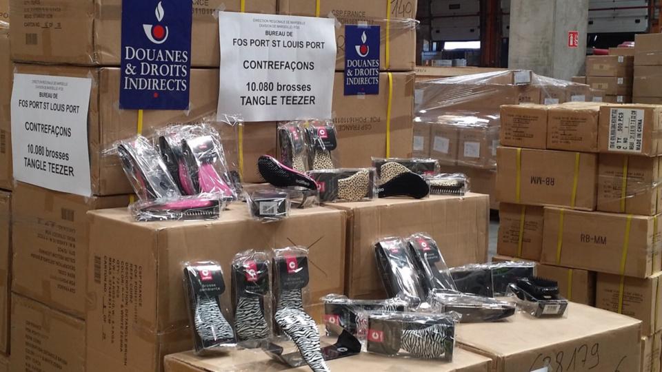 Plus de 16 000 brosses à cheveux de contrefaçon saisies par les douaniers de Marseille et de Montpellier