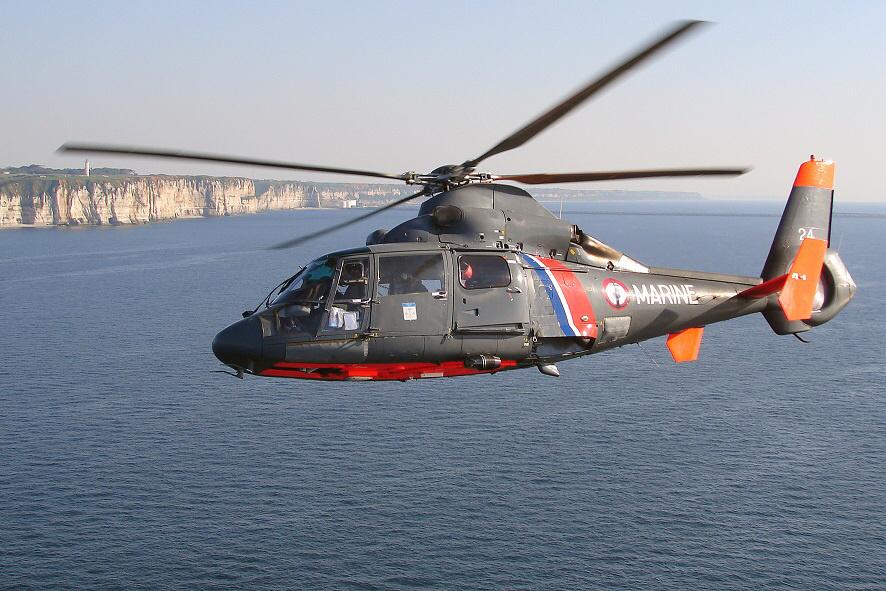 Une démonstration d'hélitreuillage avec l'hélicoptère Dauphin de la Marine nationale est prévue dans l'après-midi (photo@Défense nationale)