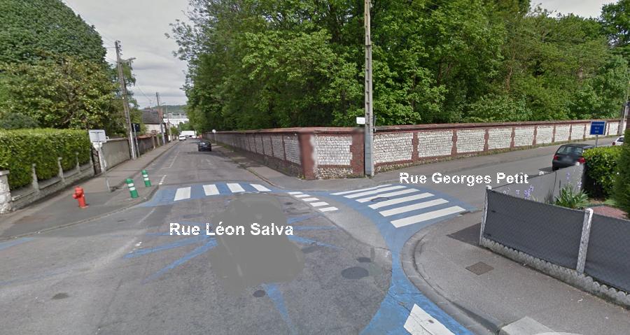 L'accident s'est produit à cette intersection. Les deux cyclistes arrivaient par la rue Georges Petit, tandis que la Mercedes remontait la rue Léon Salva (Illustration)