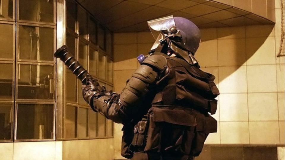Les forces de l'ordre ont riposté avec leur armement collectif (illustration @ D.R.)