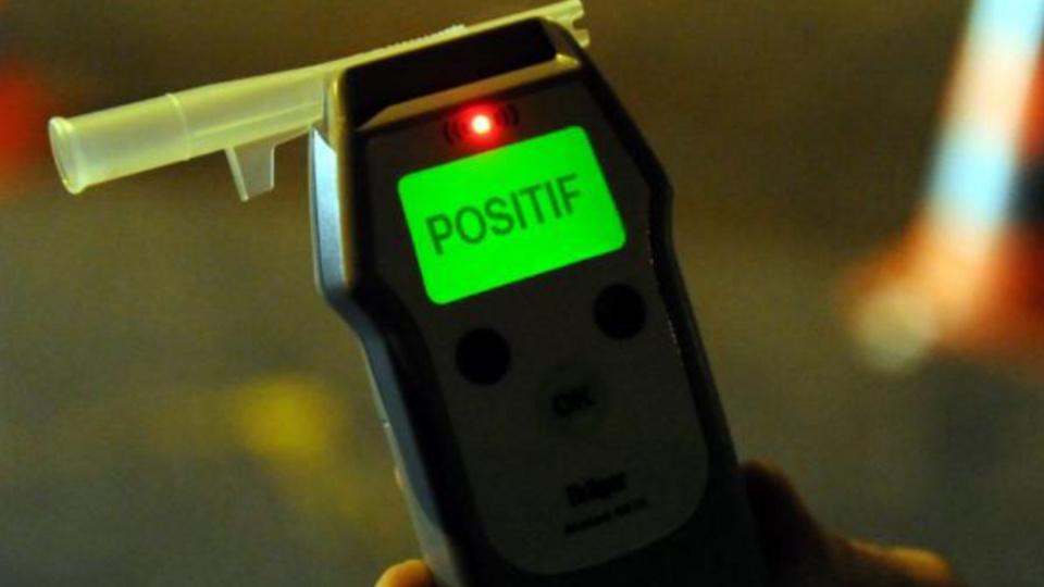 Le contrôle à l'éthylotest à révélé un taux de 1,66 mg par litre d'air expiré, soit 3,32 g d'alcool dans le sang (illustration)
