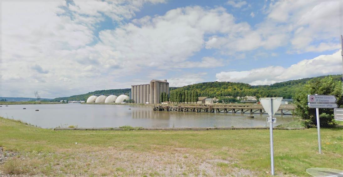 L'homme aperçu par un routier était sur le ponton du bassin des Docks lorsqu'il s'est brusquement jeté à l'eau (Illustration)