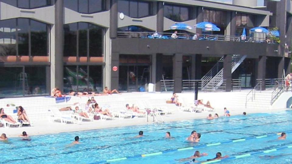 Les maîtres-nageurs ont été poussés à l'eau par les perturbateurs (Illustration © Eurocéane/Facebook)