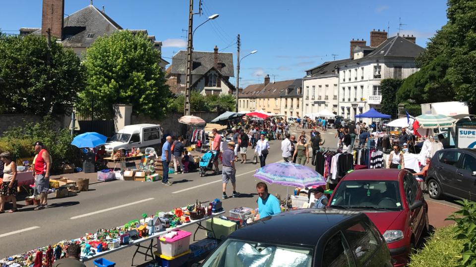 Les flâneurs étaient nombreux ce midi dans la rue Isambard (photo et vidéo @infonormandie)