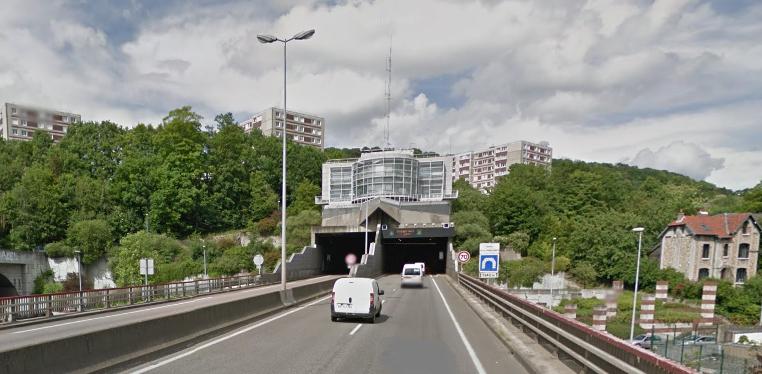 La fermeture du tunnel chaque nuit nécessite la mise en place de déviations qui génèrent d'importantes nuisances pour les riverains (Illustration ©Google Street View)