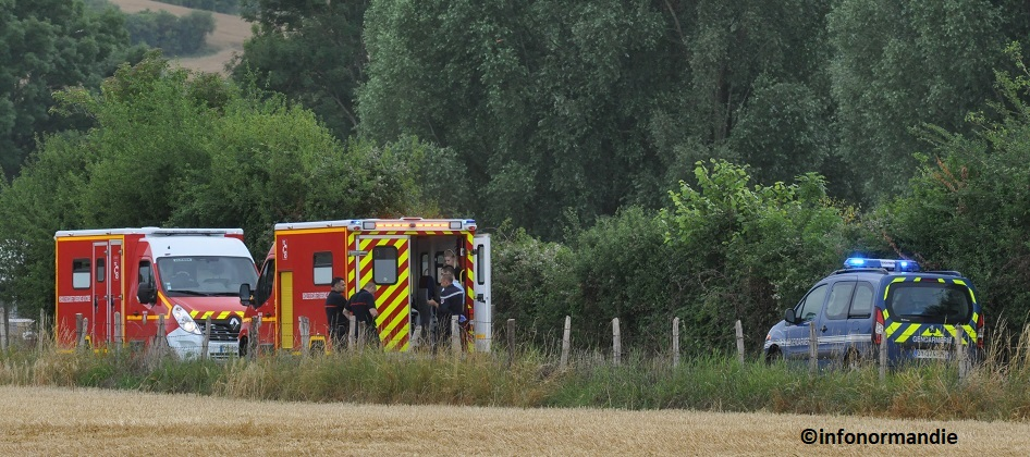Les deux victimes ont été prises en charge par les sapeurs-pompiers et transportés à l'hôpital d'Evreux (Photo ©infonormandie)