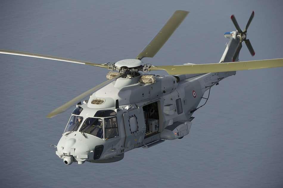 L'héicoptère Caïman de la Marine nationale a survolé la zone où le plongeur a disparu (Photo ©Ministère de la Défense)
