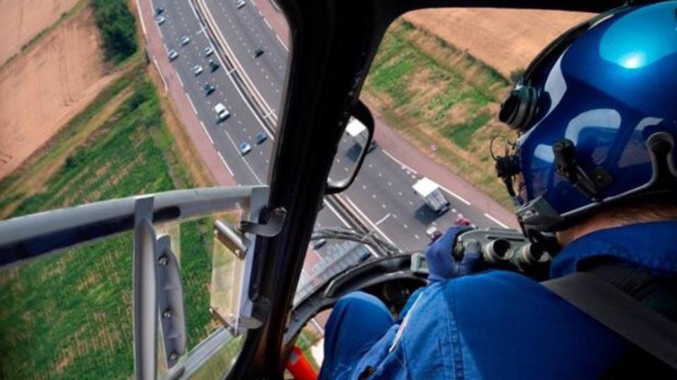 La gendarmerie n'est pas seulement présente sur la route pour traquer les mauvais comportements, elle est aussi dans les airs (Photo ©gendarmerie/Facebook)