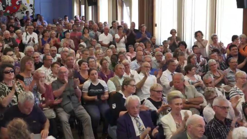 Applaudissements nourris dans la salle du conseil municipal ce matin pour saluer l'élection de Nicolas Langlois (Capture d'écran)