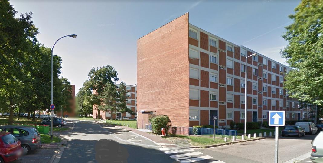 La bagarre a éclaté pour des raisons ignorées entre deux familles de la Cité d'Acosta, à Aubergenville (Illustration ©Google Maps)