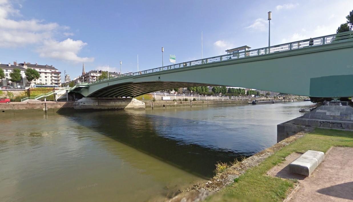 La quinquagénaire a sauté dans la Seine au nivbeau du pont Corneille (Illustration © Google Maps)