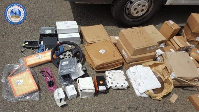 Une partie des marchandises découvertes dans les garages des suspects (Photo @DDSP78)
