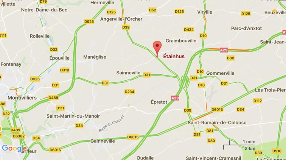 Dix motos et quatre véhicules détruits ce matin dans un violent incendie à Éthainhus