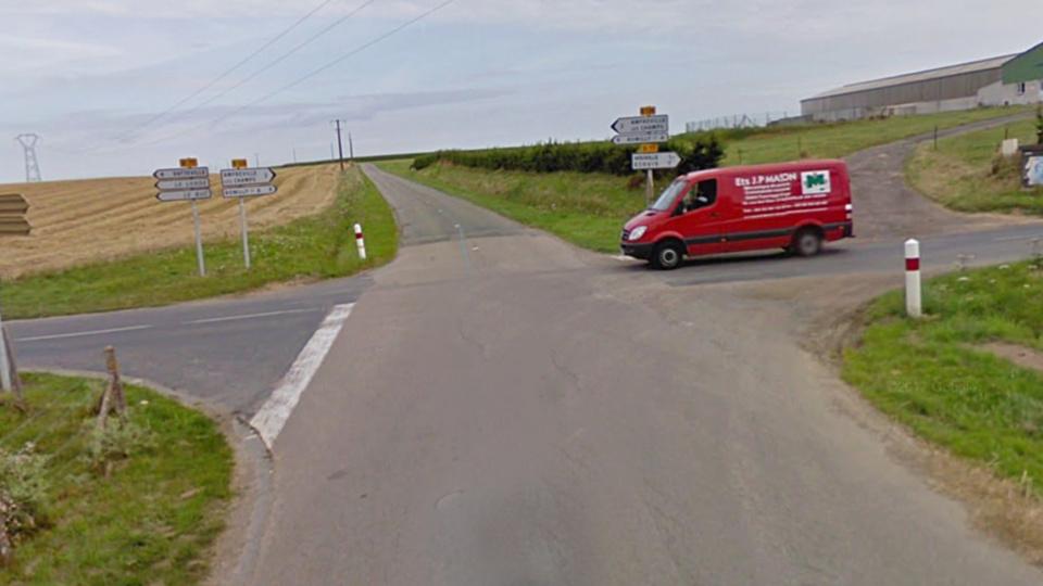 L'Opel n'aurait pas marqué le stop, selon les constatations des gendarmes (illustration @Google Maps)