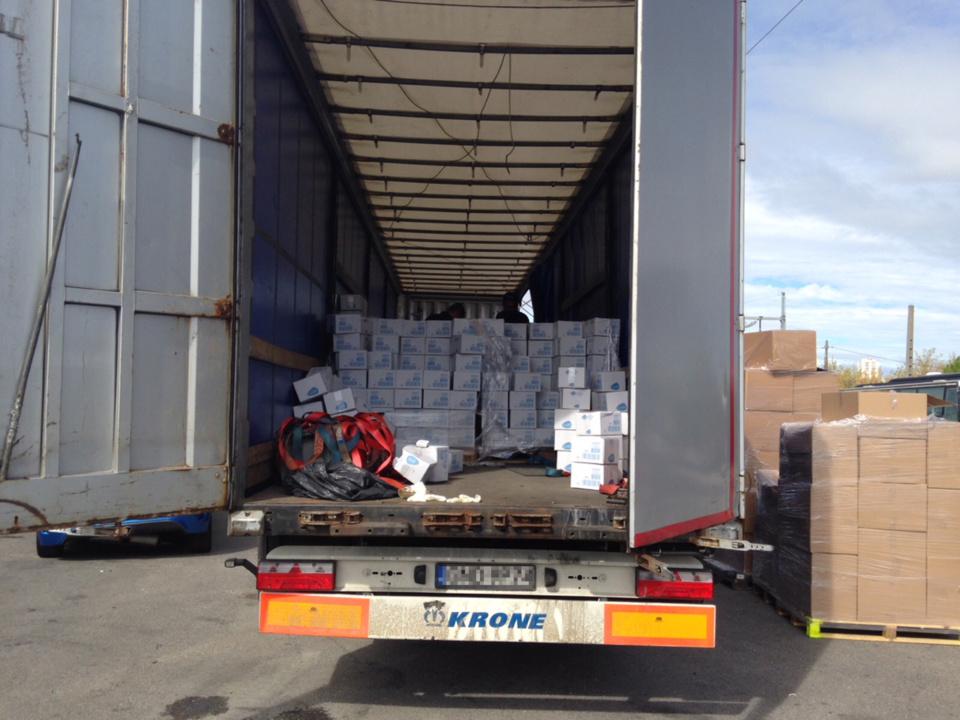 La drogue était cachée dans la cargaison du poids-lourd transportant des fûts de tomate (Photo © Douane)