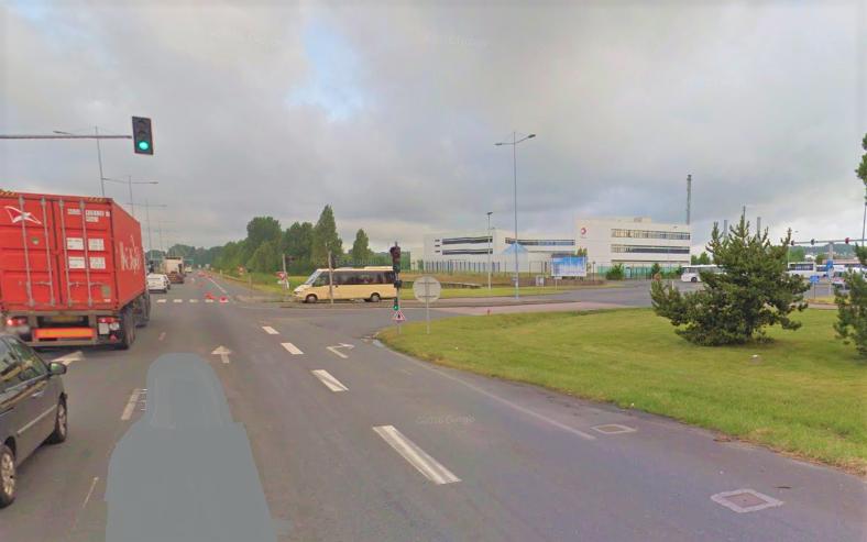 L'agent de la sûreté portuaire a été percuté alros qu'il trouvait sur un terre plein à proximité de l'entrée de la raffinerie Total, boulevard Industriel (Illustration © Google Maps)