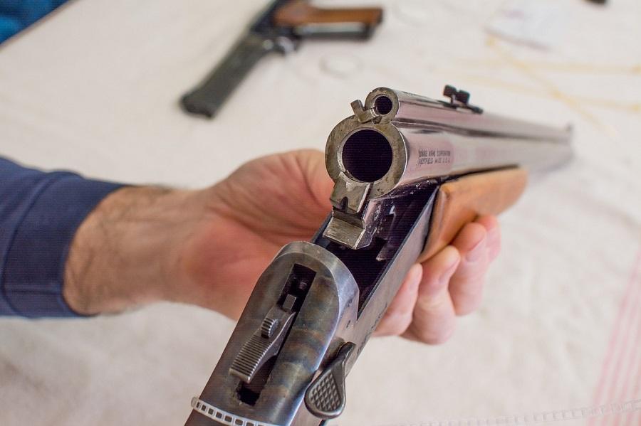Les fusils et les munitions ont été emmenés au commissariat (illustration © Pixabay)
