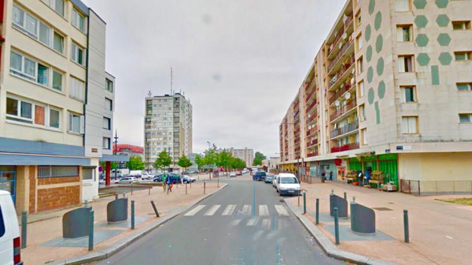 La BMW a brûlé rue Irène Joliot Curie (illustration @ Google Maps)