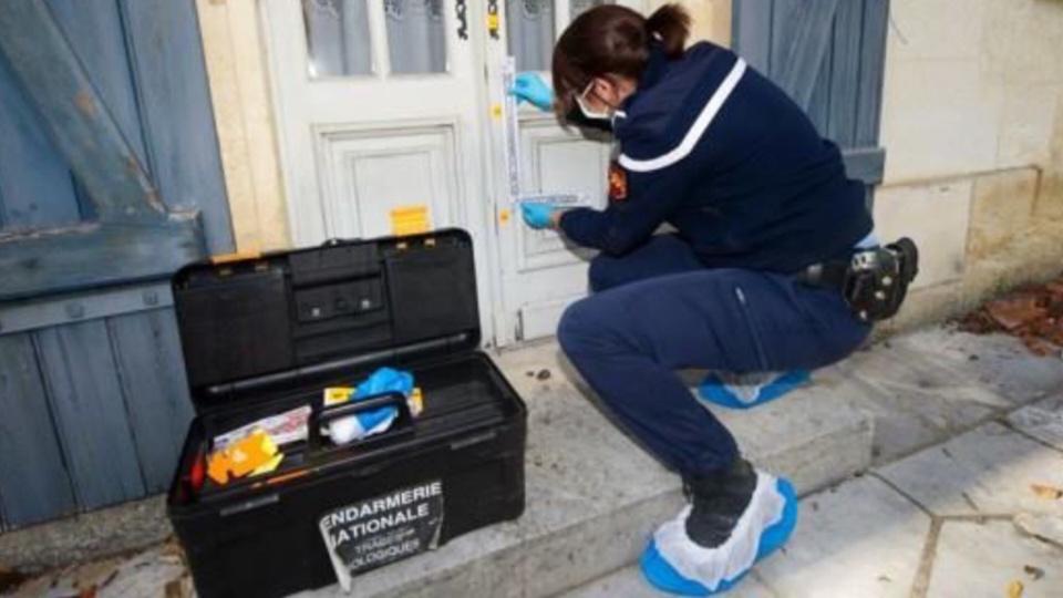 Comme à chaque, les gendarmes procèdent à des constatations de police technique et scientifiques sur le lieu des cambriolages (Photo @ Gendarmerie/Facebook)
