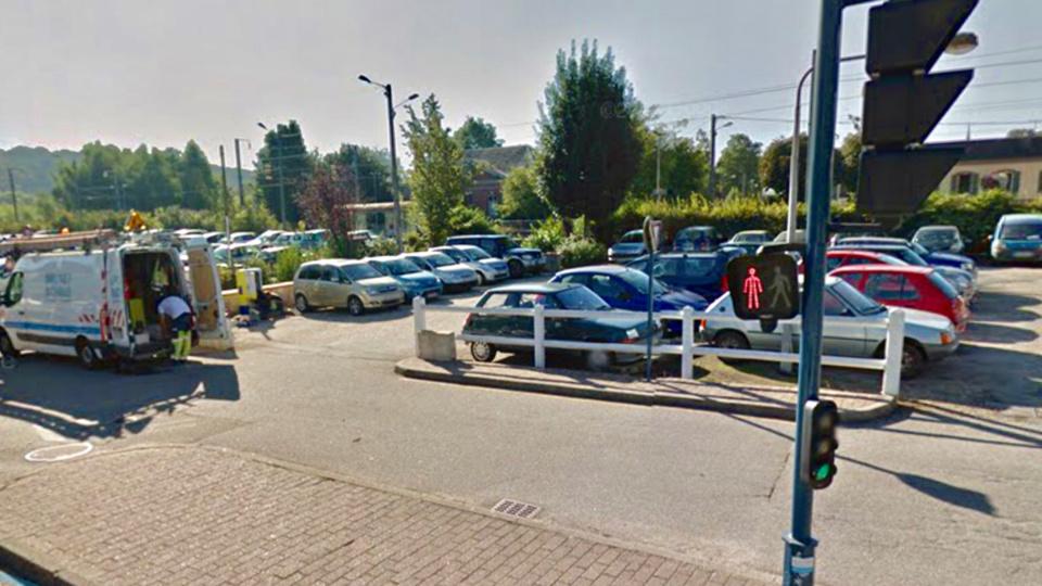 Les faits se sont produits sur le parking de la gare (Illustration @ Google Maps)