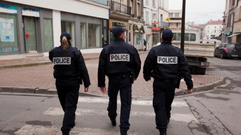 La surveillance a été renforcée discrètement aux abords des établissements scolaires de Lillebonne (Illustration @ DGPN)