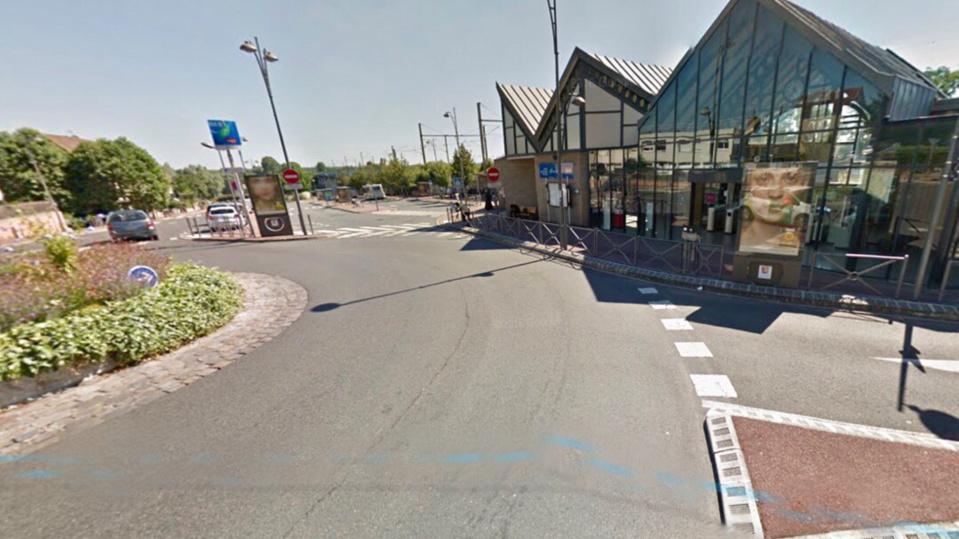 La place Clemenceau, près de la gare, à été partiellement bouclée (Illustration)