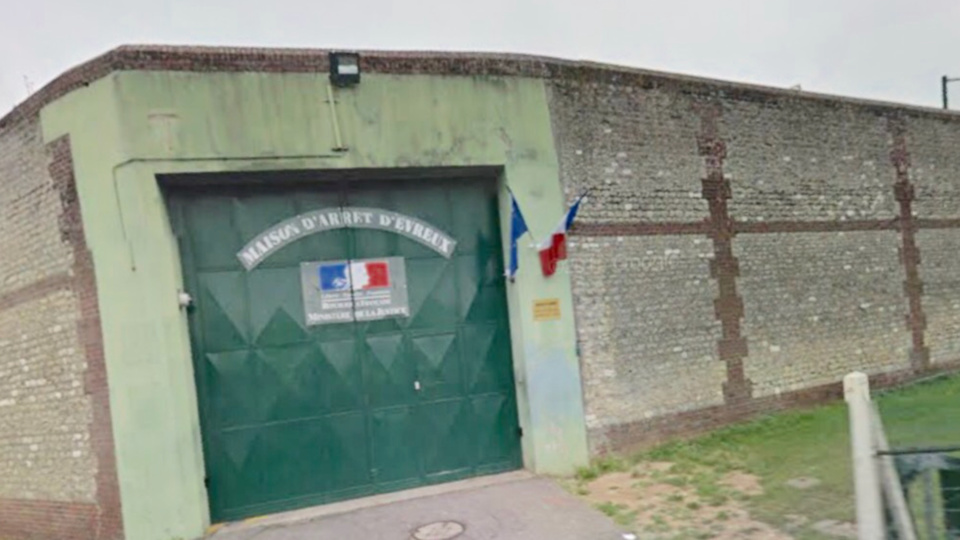 L'auteur de l'accident qui a blessé grièvement un jeune homme a Bernay à été placé en détention provisoire ce soir à la maison d'arrêt d'Évreux