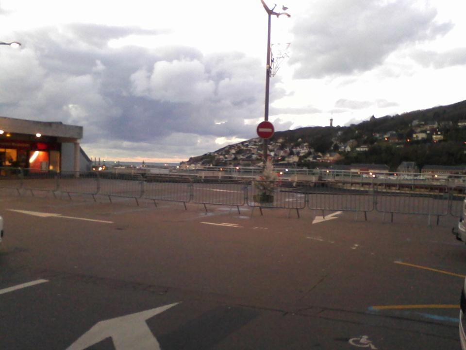 Le parking extérieur à été rouvert au stationnement et à la circulation (Photo @ D.R.)