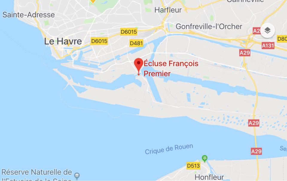 Seine-Maritime : un semi-remorque frigorifique en feu ce matin sur le port du Havre