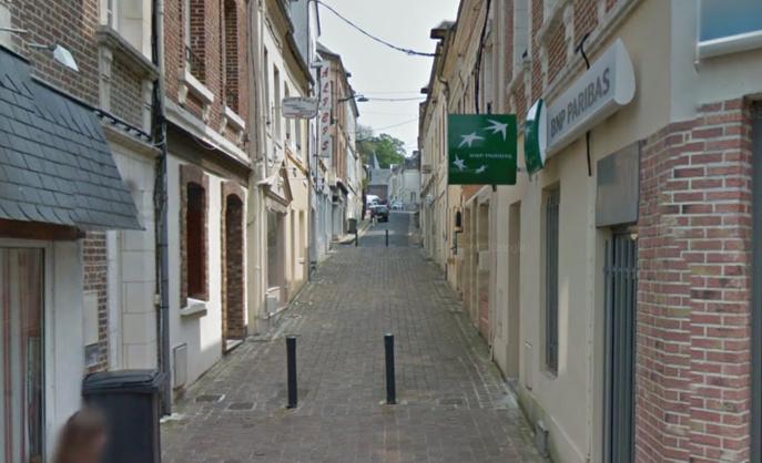 L'adolescent avait affirmé aux policiers avoir été agressé par trois inconnus dans la partie piétonne de la rue Césarine, près de la place Carnot à Lillebonne (Illustration © Google Maps)