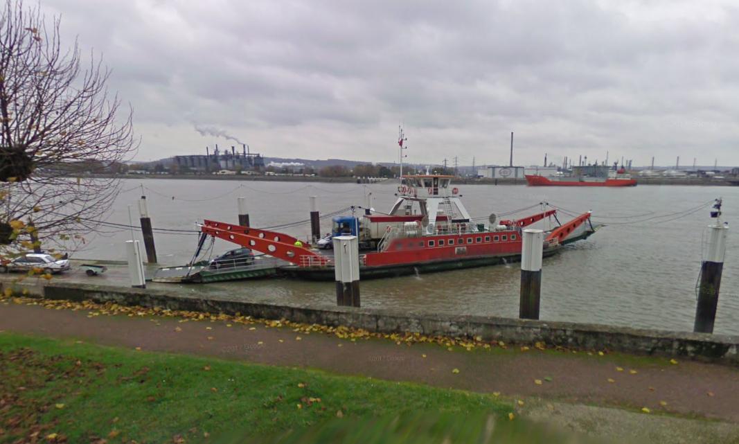 Les deux hommes sont tombés à l'eau dans des conditions inexpliquées lors de la traversée (Illustration © Google Maps)