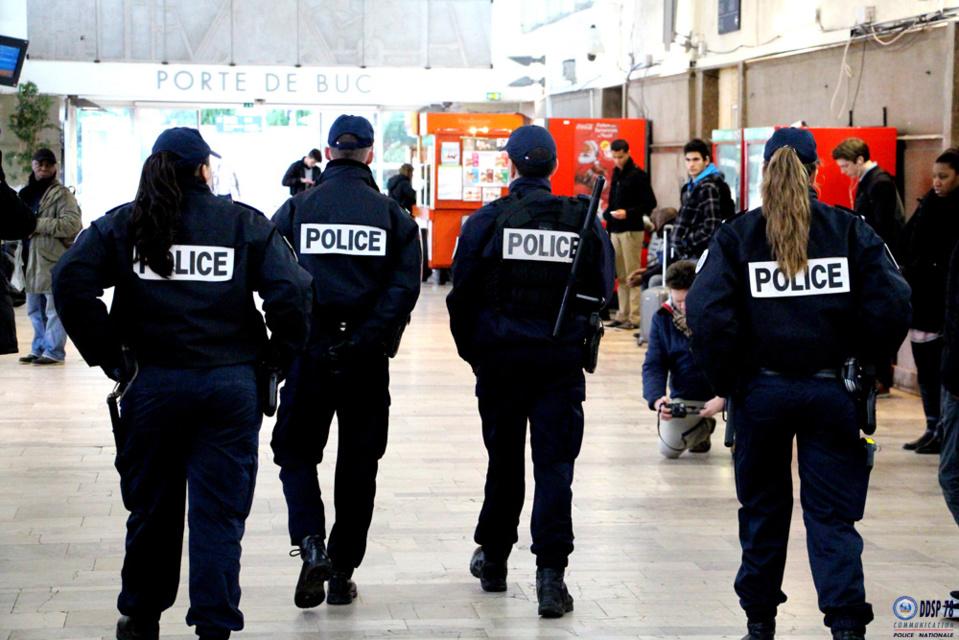 Une quinzaine de policiers se sont déployés pour disperser les individus (illustration © DDSP78)