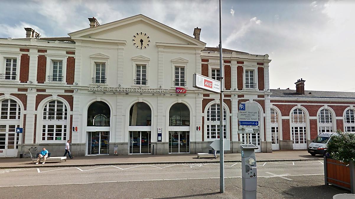 Les deux suspects ont été interpellés quelques minutes après leur descente du train en gare d'Evreux (Illustration © Google Maps)
