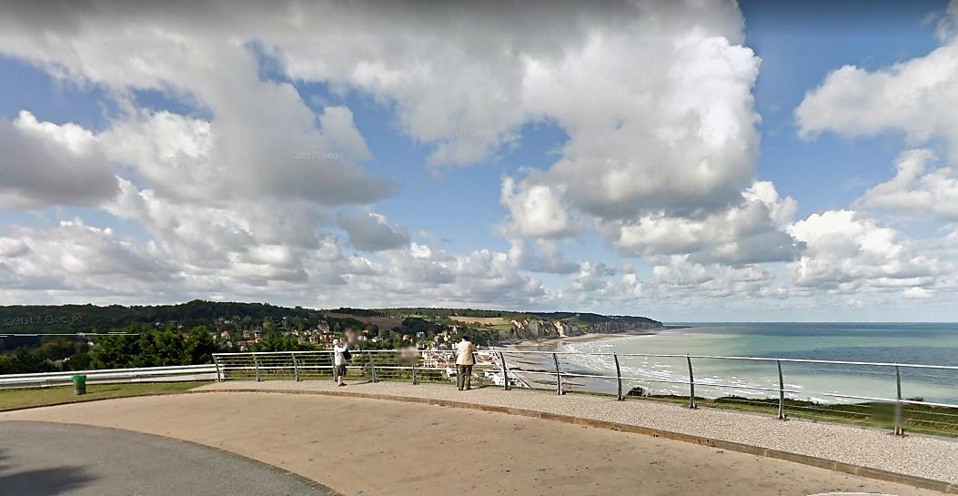 Le corps a été découvert au pied de la falaise près de la plage de Pourville-sur-Mer à Hautot-sur-Mer (Illustration © Google Maps)