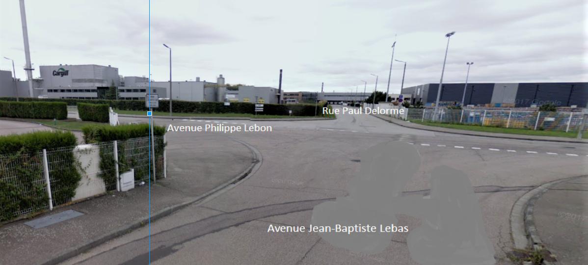 Le cycliste circulait avenue Lebas et tournait à gauche vers l'avenue Lebon, lorsqu'il a été percuté par une camionnette qui, elle, arrivait en face par la rue Paul Delorme