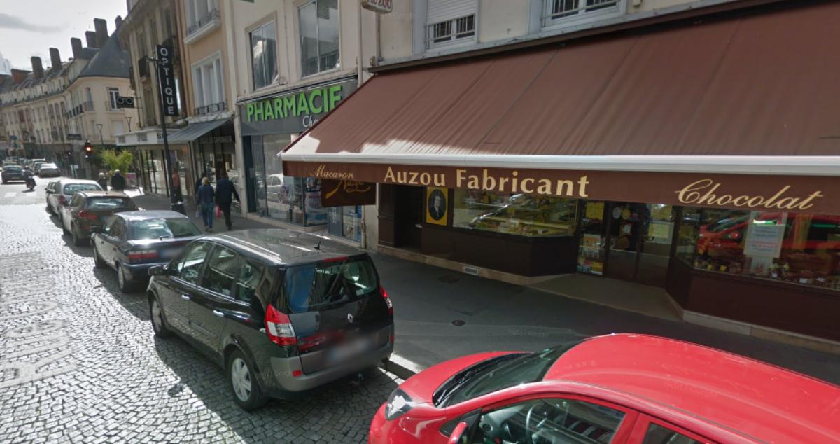 Chez Auzou, rue Chartraine, le ou les cambrioleurs ont fracturé la porte d'entrée et dérobé le fond de caisse (Illustration © Google Maps)
