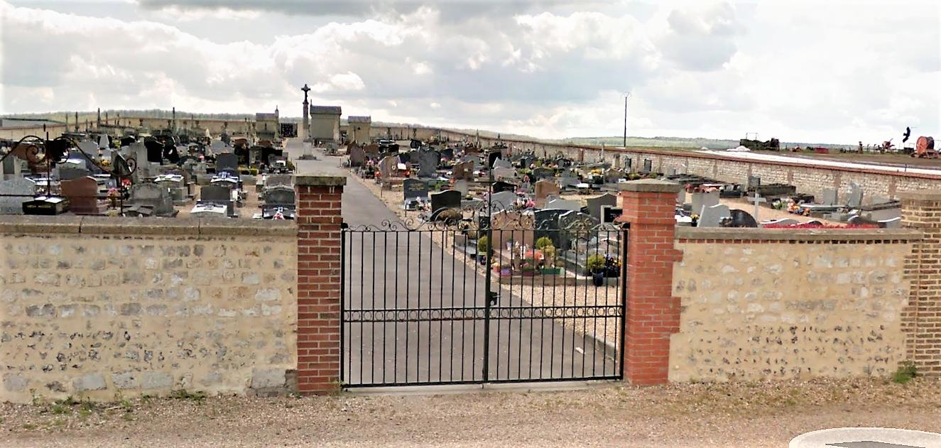 Le cimetière communal est situé dans un endroit isolé en bordure de la D321 (illustration @ Google Maps)
